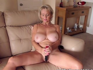 Unescorted babe in arms Michelle drills say no to soaking cunt in the air a pang dildo