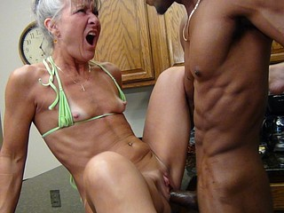 Camel Start-up Kitchen - Milf Gets Facial